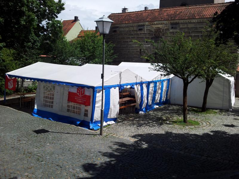 Gewerkschaftsfest als Sonnenschutz